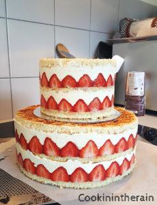 wedding cake prêt à être décoré de chantilly