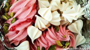 mélange de meringues colorées