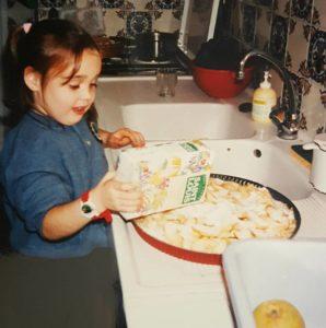 Moi faisant une tarte aux pommes