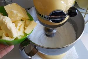 incorporation du beurre dans la meringue