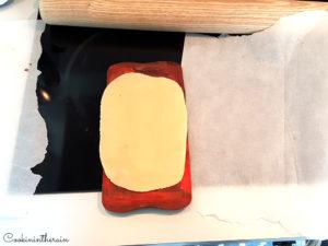 insert de la pâte d'amandes mandarine dans la tablette