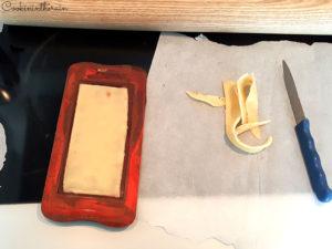 ajustage de la pâte d'amandes mandarine au couteau