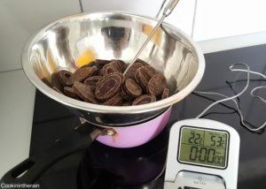 chocolat noir au bain marie pour début du tempérage