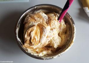 ajout de la crème au beurre à la crème pâtissière pralinée