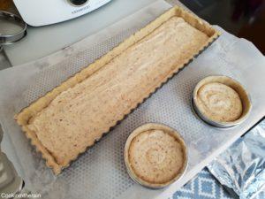 pâte sucrée crue garnie de crème d'amandes