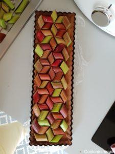 pré-assemblage de la rhubarbe sur la tarte