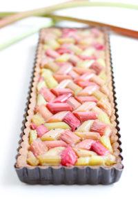 jolie tarte à la rhubarbe et framboise