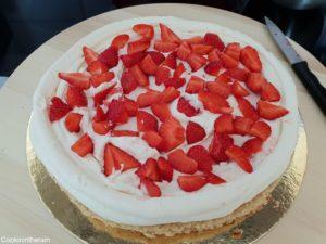 ajout de la chantilly mascarpone puis des fraises coupées en dés