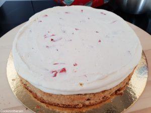 fraises coupées recouvertes de crème mascarpone vanille