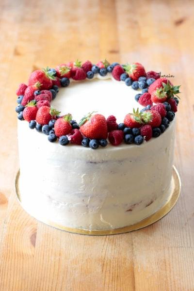 layer cake aux fraises, façon fraisier