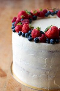 crème au beurre à la fleur d'oranger recouvrant le layer cake