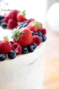 zoom sur une fraise du layer cake