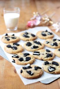 plaque de cookies oréo prêts à être mangés