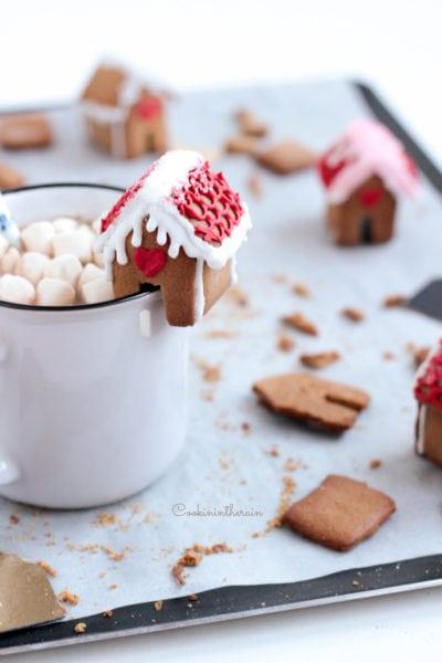 Les mini maisons en pain d'épices accompagneront vos boissons chaudes d'hivers