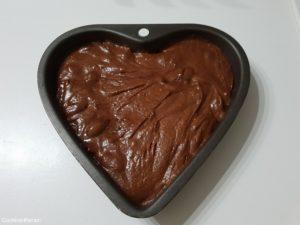 versement de la pâte brownie pécan