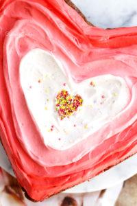 brownie pécan, caramel beurre salé et vanille en forme de coeur